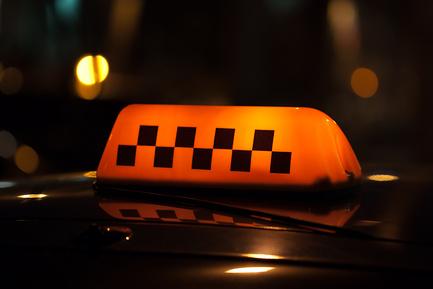 Приставы напомнили таксистам, что лучше не опаздывать