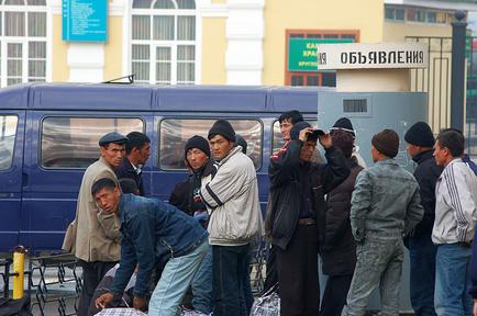 Выдавать разрешение на работу будут только мигрантам, заявившим о намерении трудиться в РФ
